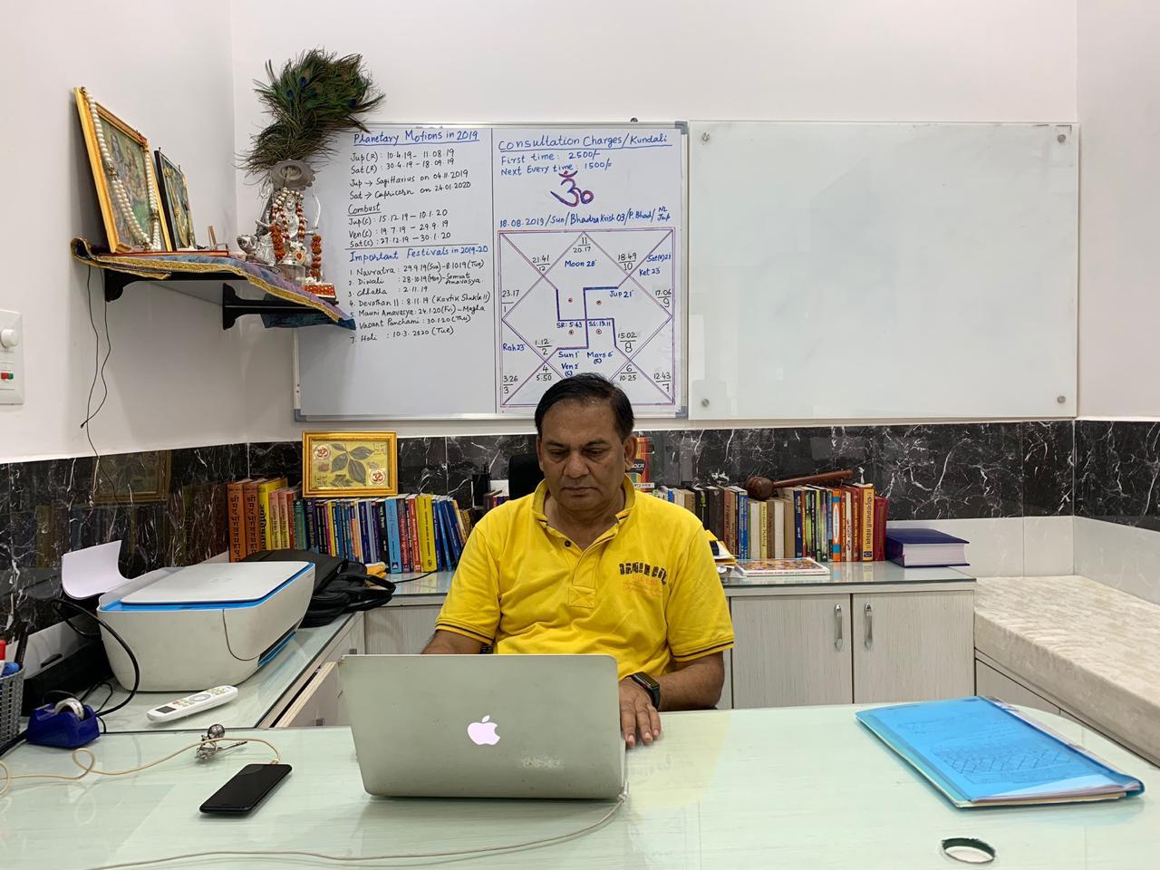 Pandit Parmanand Pandey - Astrologer & Palmist