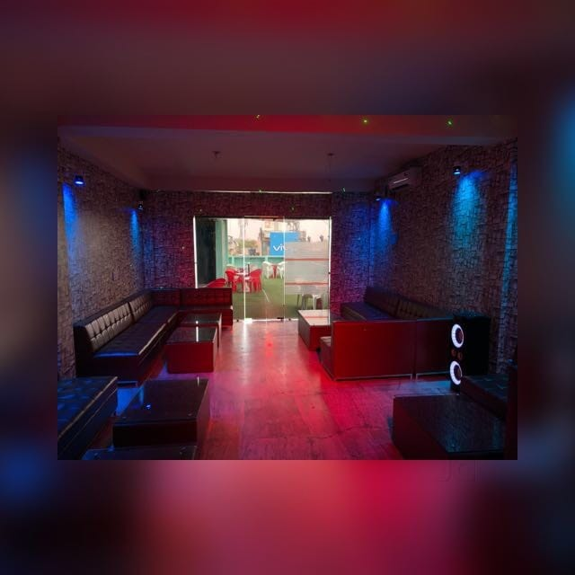 Top Night Clubs in Shiv Nadar University - Best Places to