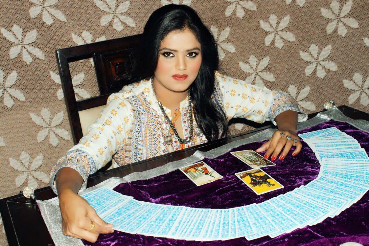 Muslim lady astrologer in Pune