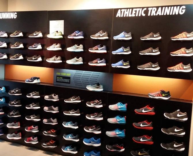 Nike Men Shoe Dealers near Sai Lee