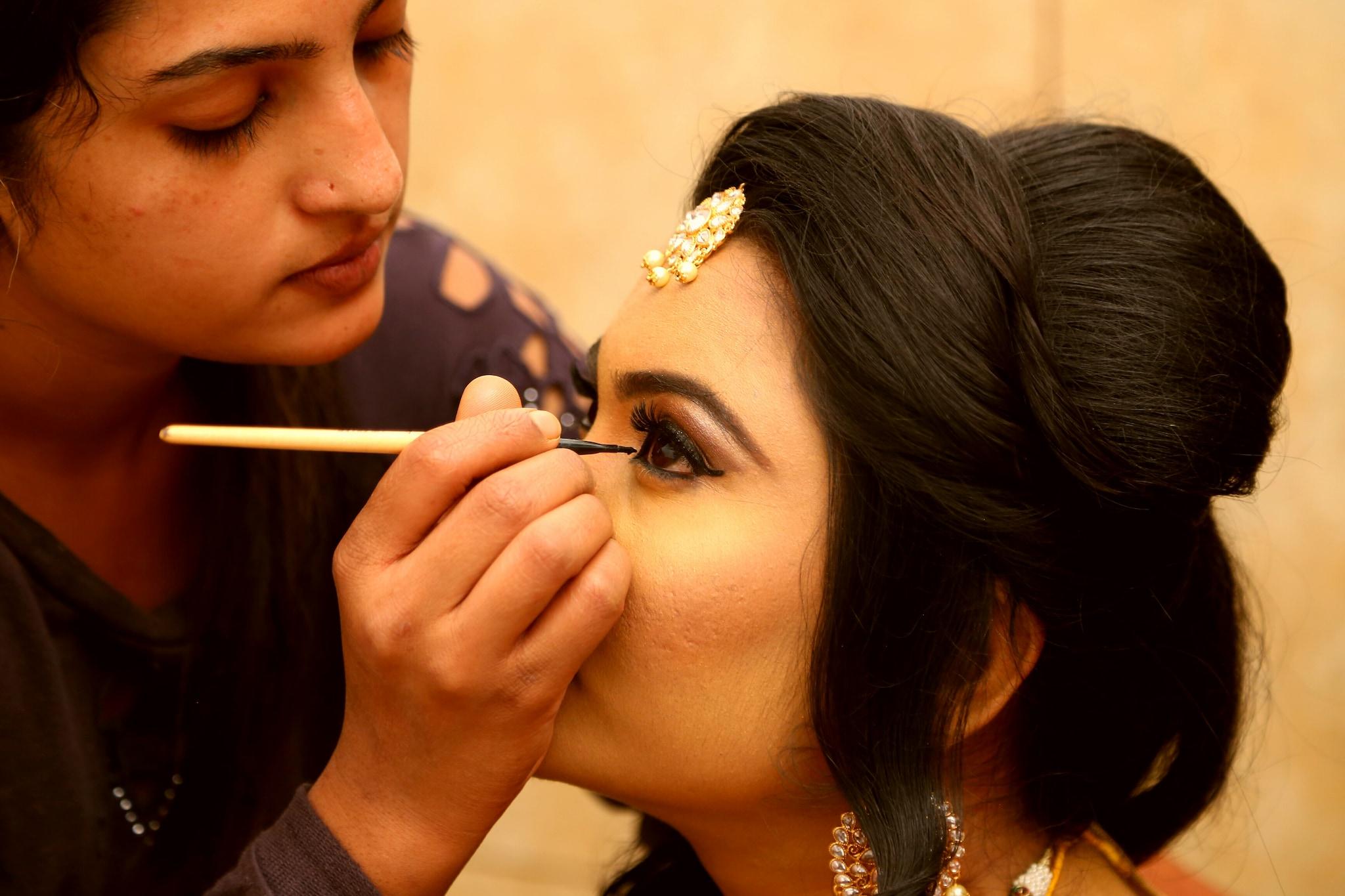 Salons That Do Makeup Near Me