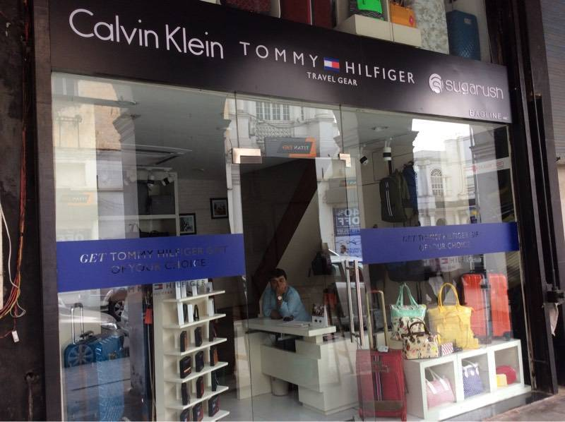 2b3e9d30 Top 30 Tommy Hilfiger Luggage Bag Dealers in Connaught Place - Best ...