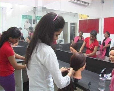 Top 100 Beauty Parlour Institutes in Delhi - Best Beauty Parlour