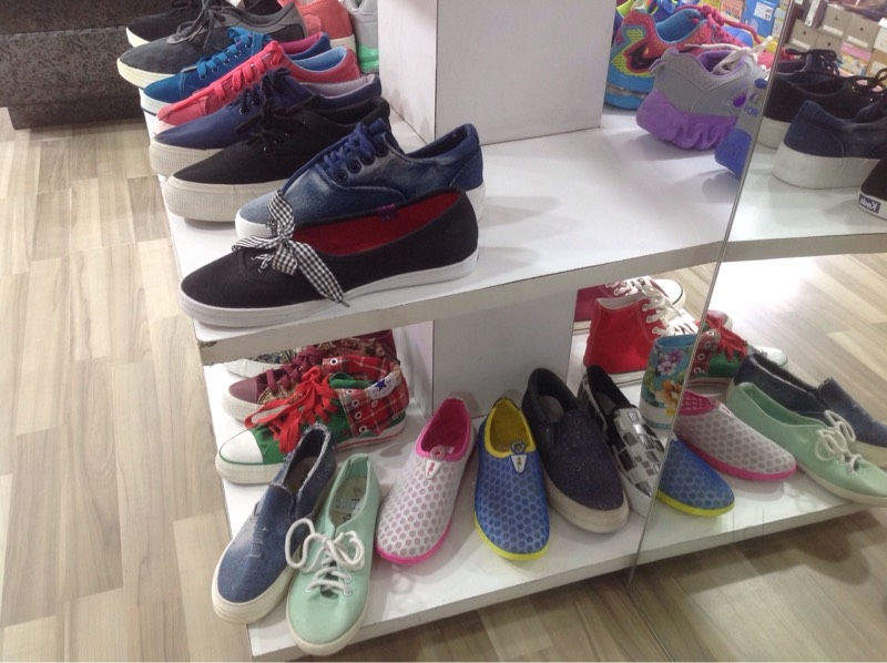58ca9a65b62e5 Top 100 Crocs Women Shoe Dealers in Hong Kong Bazar-Gurgaon Sector ...