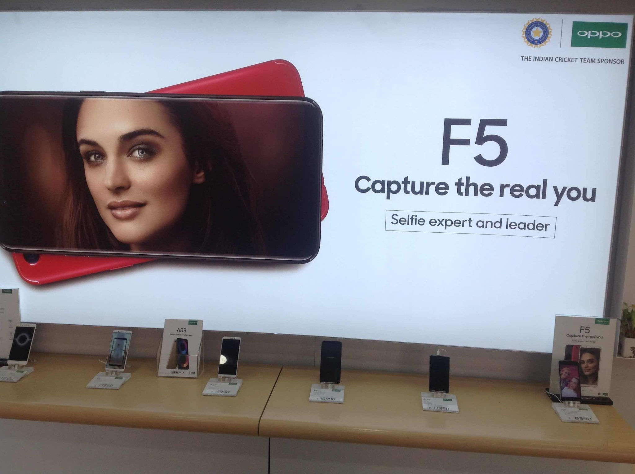 Oppo Exclusive Showroom in Kapoorthala Lucknow