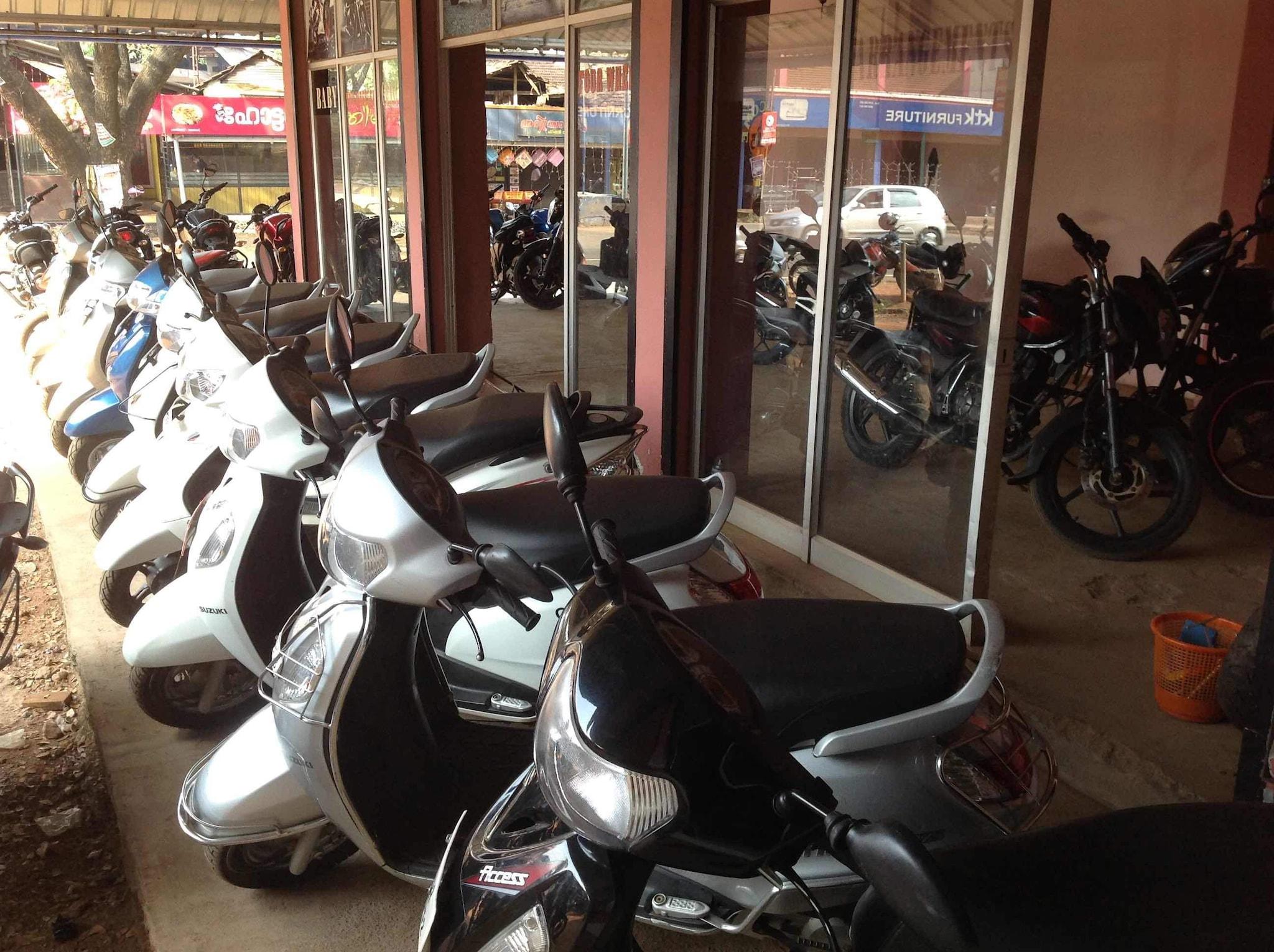 Top 8 Bajaj Second Hand Motorcycle Dealers In Karuvarakundu Best