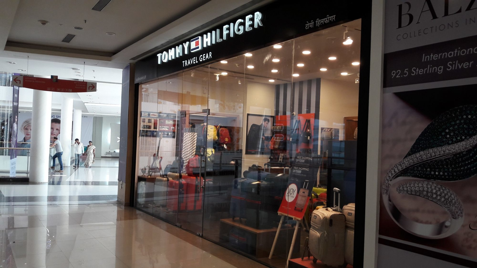 Tommy Hilfiger Travel Gear in Mumbai - Justdial 43a95ce91501