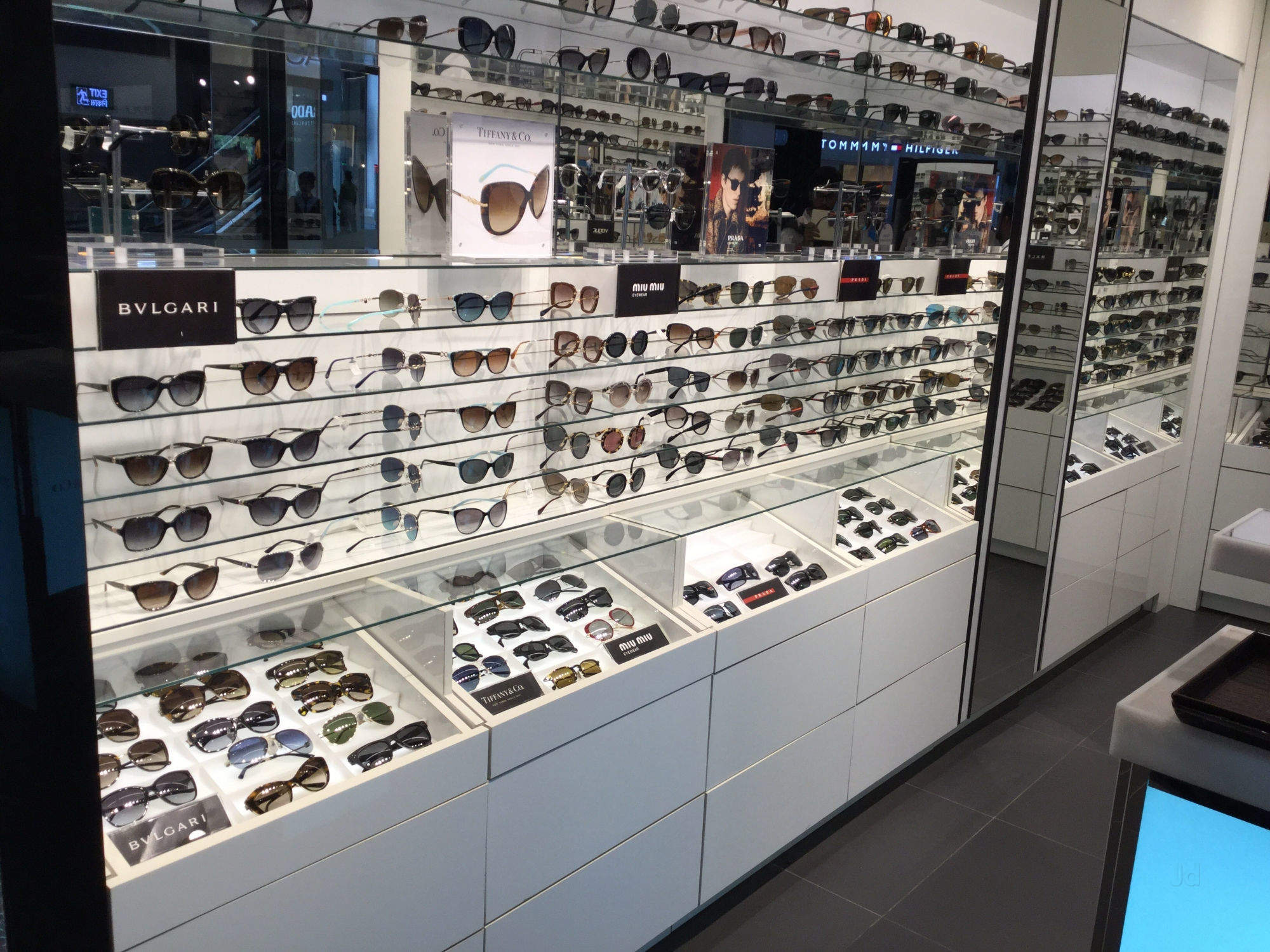 84979fbd2b058 Top 100 Ray ban sunglass Dealers near DLF Mall Of India-Noida Sector ...