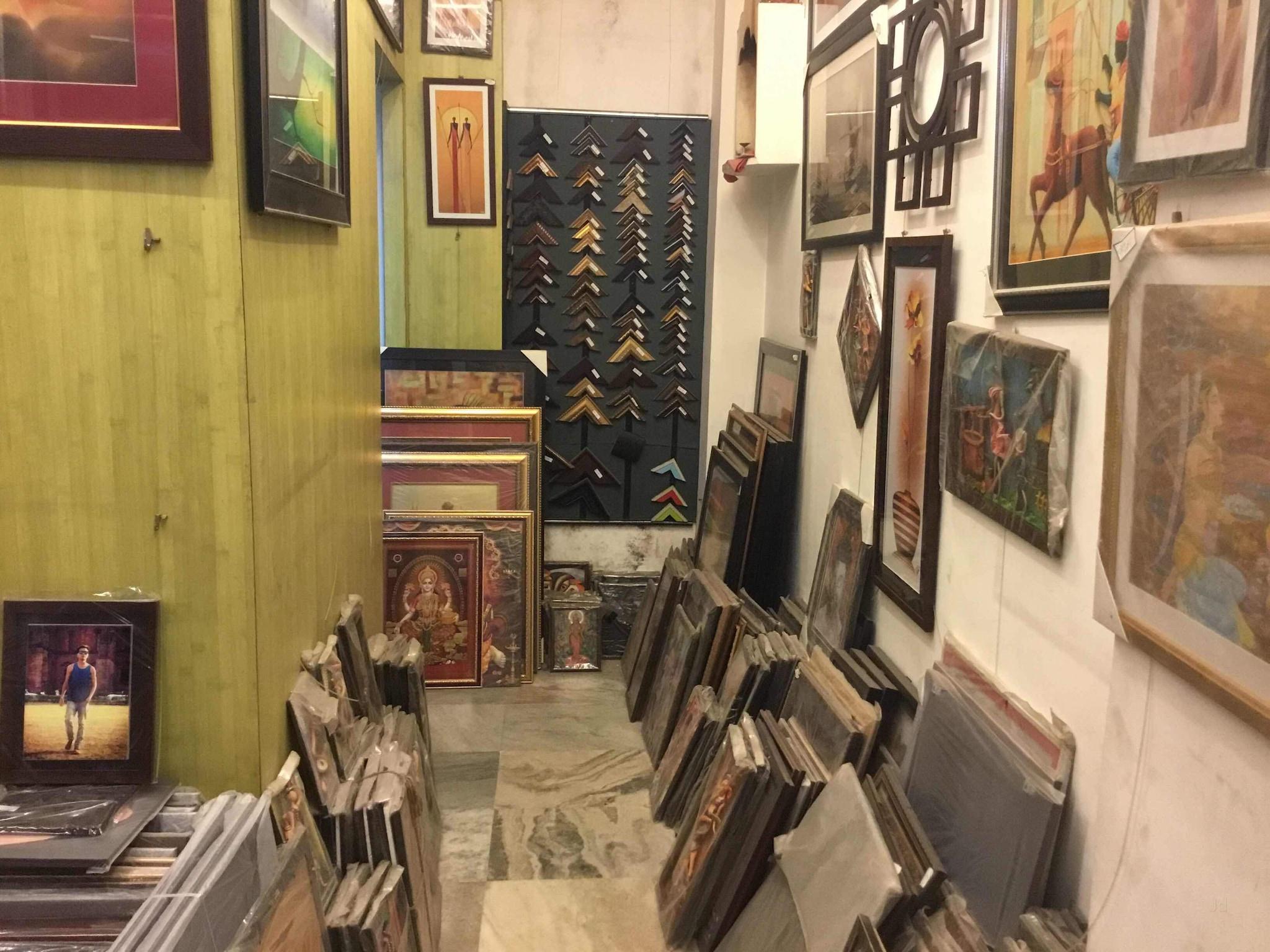 Top Birthday Gift Wholesalers in Bidhan Market, Siliguri