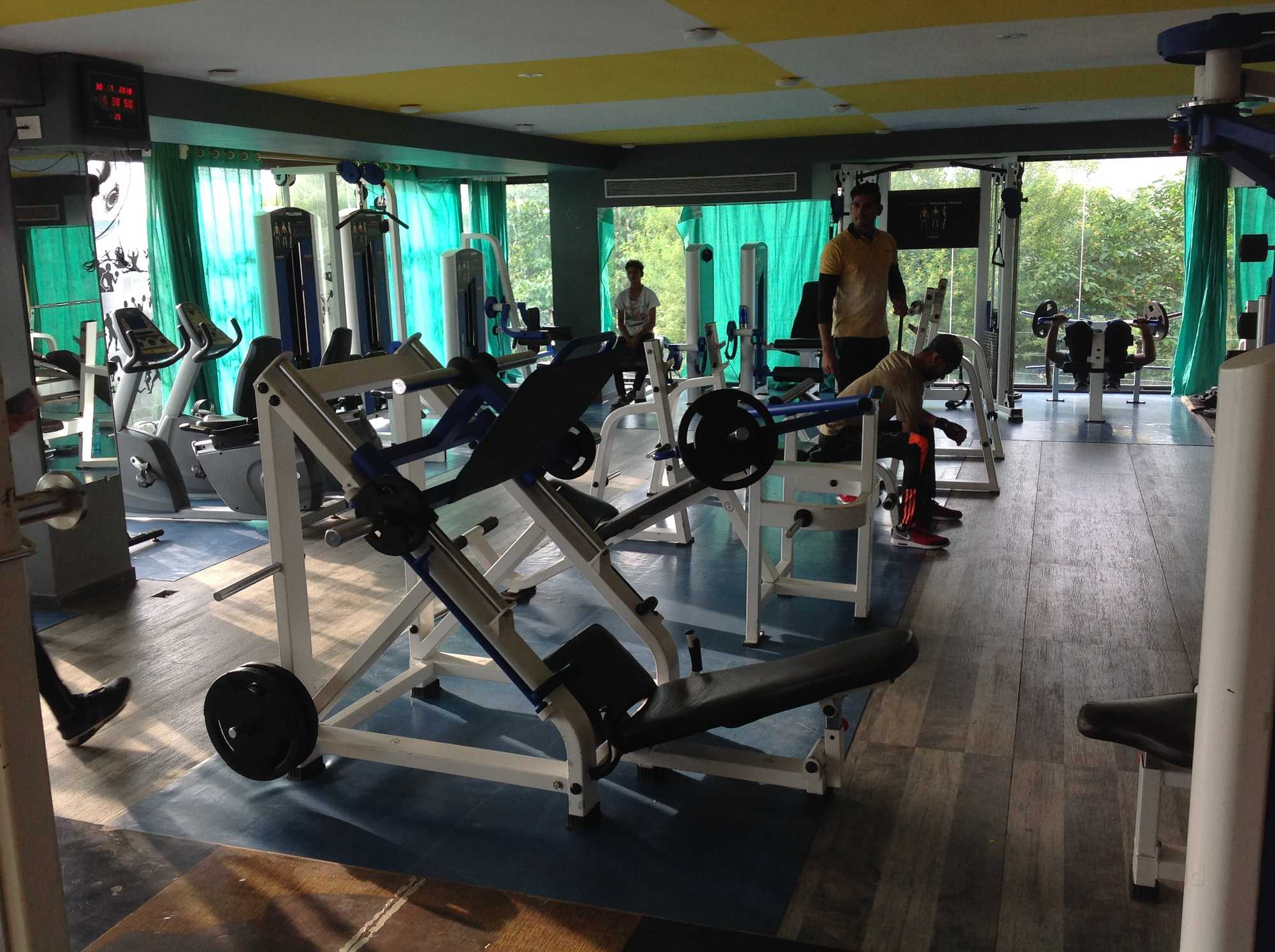Top gyms in ujjain best body building fitness centres