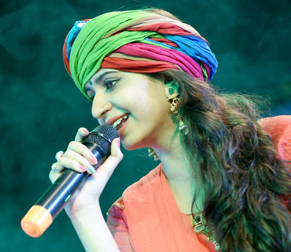 Singer Kinjal Dave gets court notice over copyright violation allegations in connection with Char Char Bangdi song